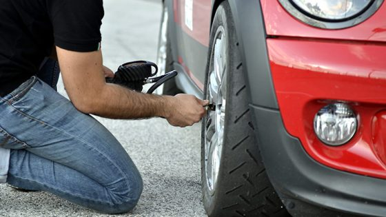 Comment vérifier la pression de vos pneus