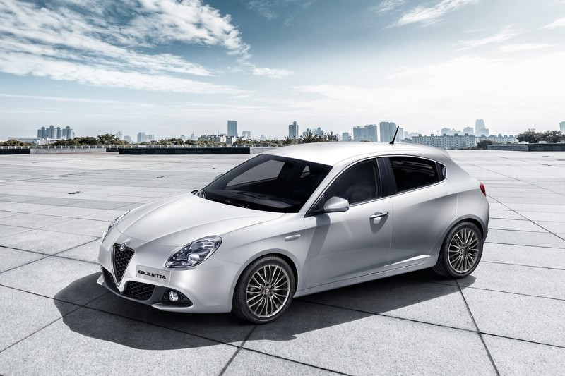 alfa romeo giulietta 2017 lev de voile officiel avant gen ve. Black Bedroom Furniture Sets. Home Design Ideas