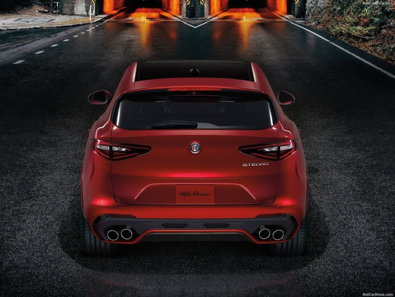 alfa romeo stelvio le premier suv de la marque italienne. Black Bedroom Furniture Sets. Home Design Ideas