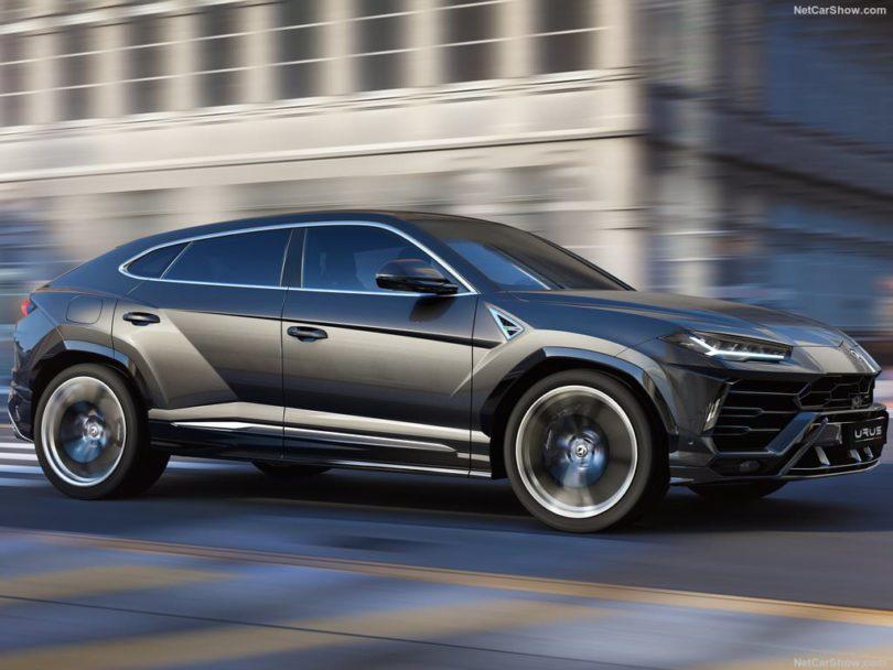 Lamborghini Urus gris profil