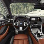 BMW Série 8 2019 derrière le volant
