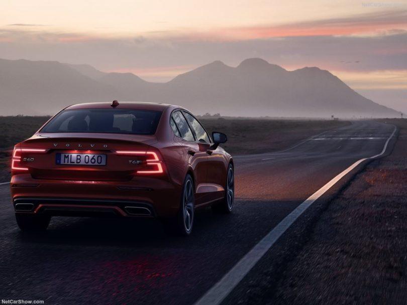 Volvo S60 2019 faux arrière nuit