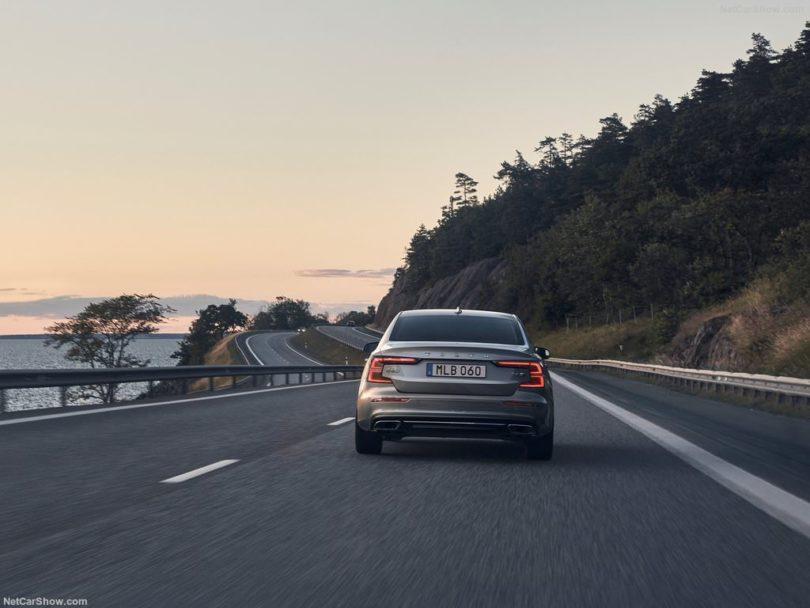 Volvo S60 2019 arrière