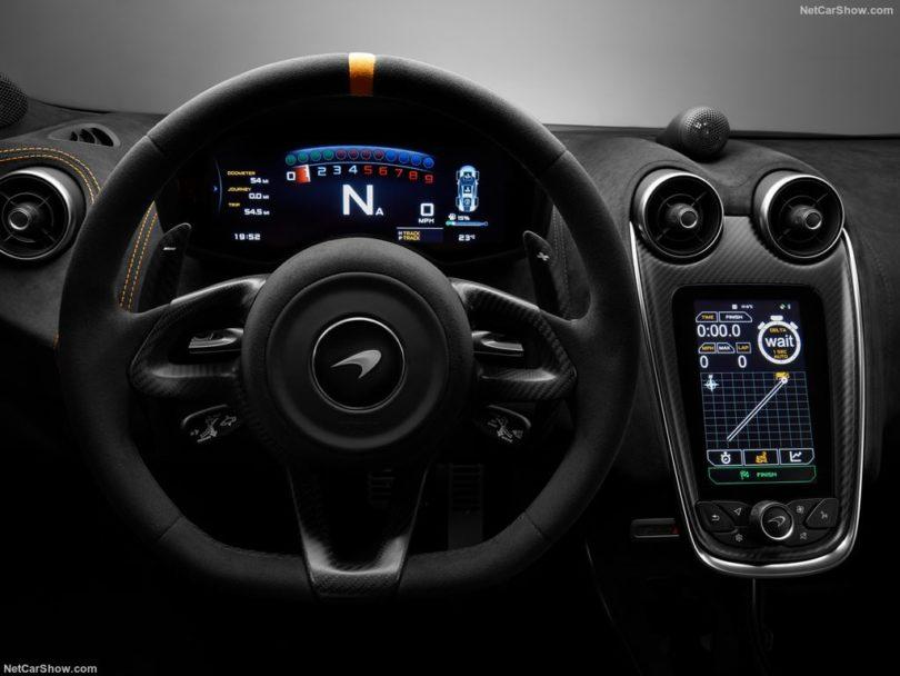 McLaren 600 LT volant