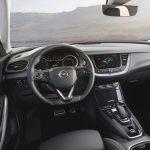 Opel Grandland X Hybrid4 au volant