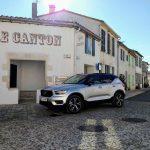 Volvo XC40 T3 Momentum R Design dans la rue