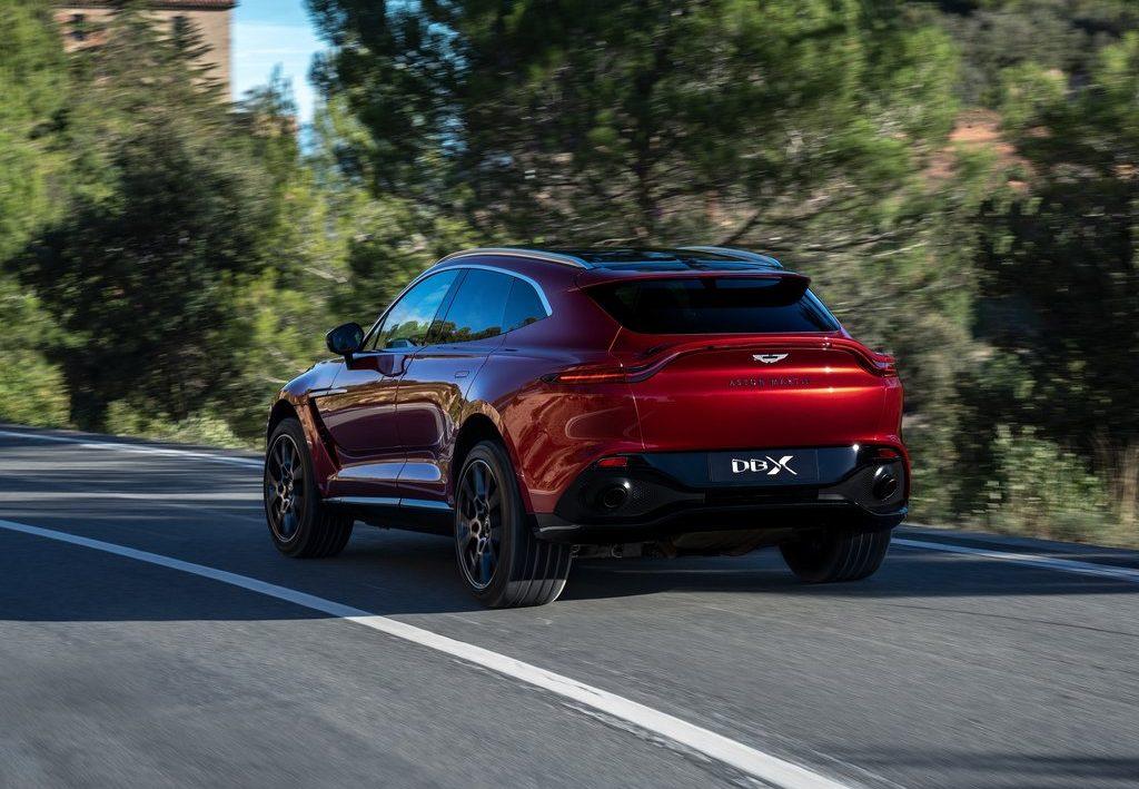 Aston Martin DBX 2021 vue arrière