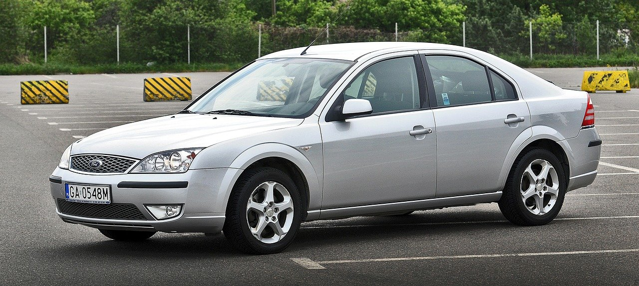 Ford Mondeo grise