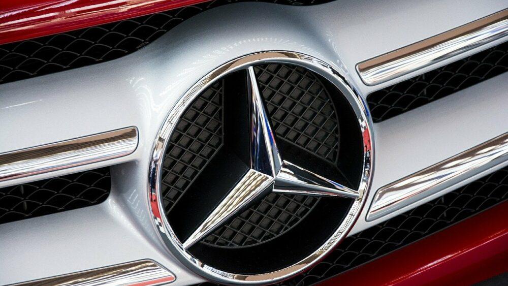 Porte passager bloquée Mercedes C180 : à quoi est-ce dû ?